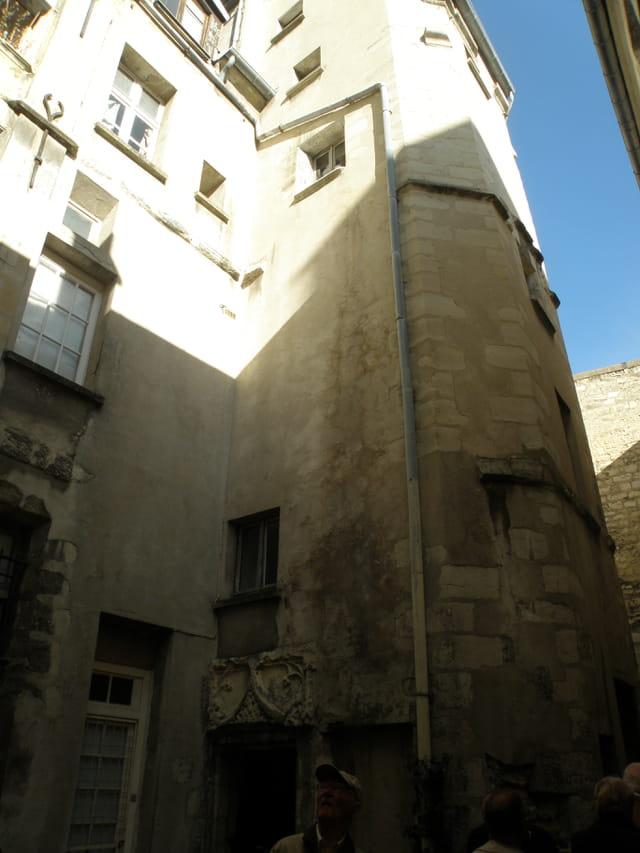 Au 17 de la rue des Gobelins, maison gothique