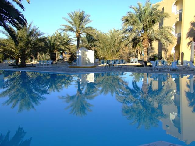 Au bord de la piscine-Douz