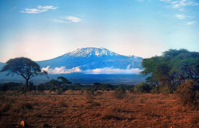 Au loin, le mythique Kilimandjaro.