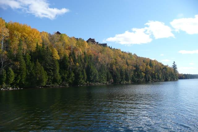Auberge Sacacomie vue du lac