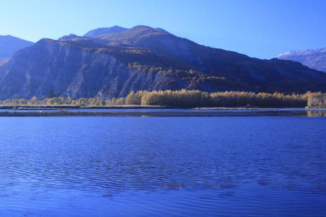 Automne au bord d'un lac