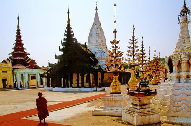 Autour de la pagode shwezigon