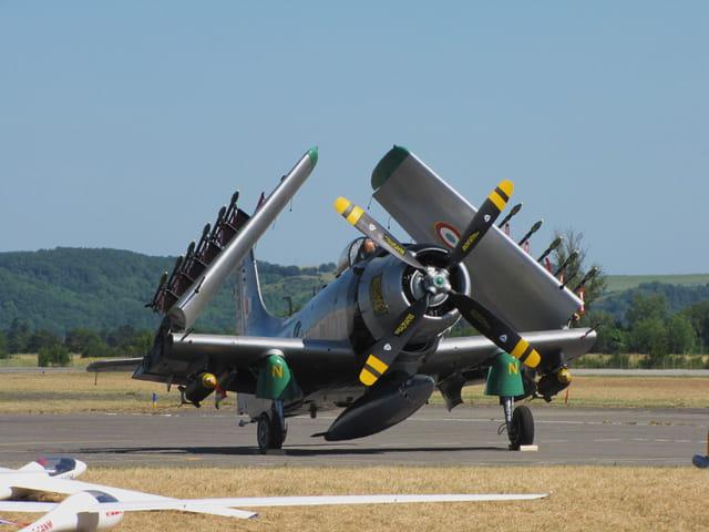 Avion de chasse de la seconde guerre mondiale.