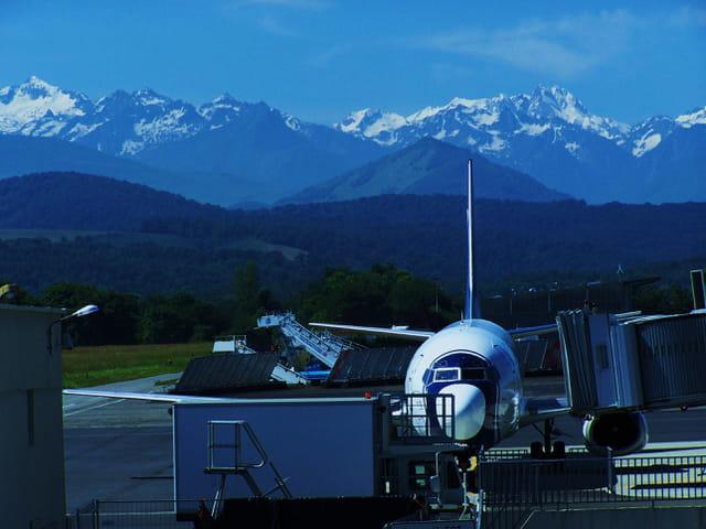 Avion de ligne - Aéroport de Tarbes-Lourdes.