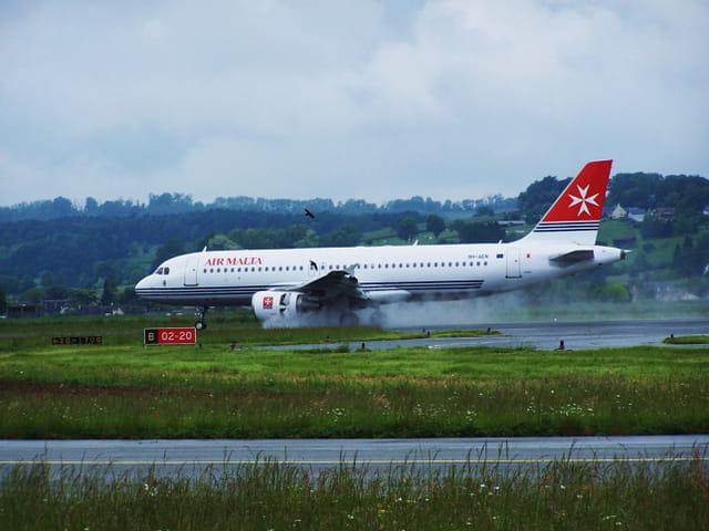 Avion de ligne - Airbus A 320 - Air Malta.