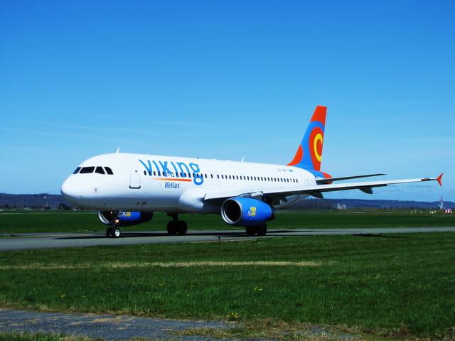 Avion de ligne - Airbus A 320 - Cie VIKING Hellas.