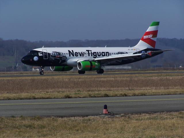 Avion de ligne Airbus A 320 - Myair.