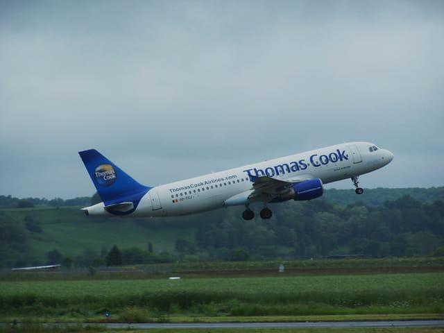 Avion de ligne Airbus A 320 - Thomas Cook.