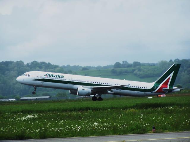 Avion de ligne Airbus A 321 - Cie Alitalia.