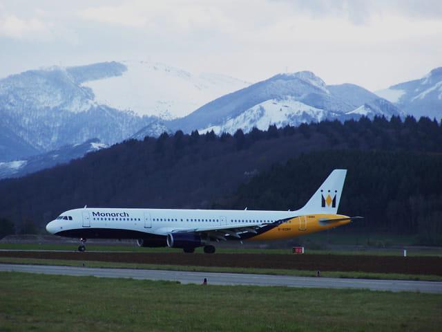 Avion de ligne Airbus A 321 - Cie Monarch.