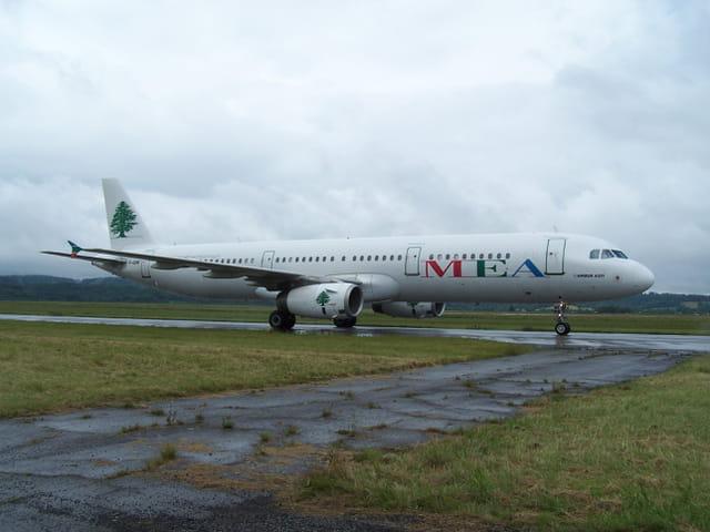 Avion de ligne Airbus A 321 - MEA.