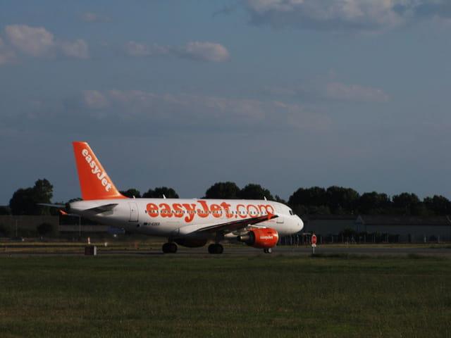 Avion de ligne Airbus A319 - Cie Easyjet.