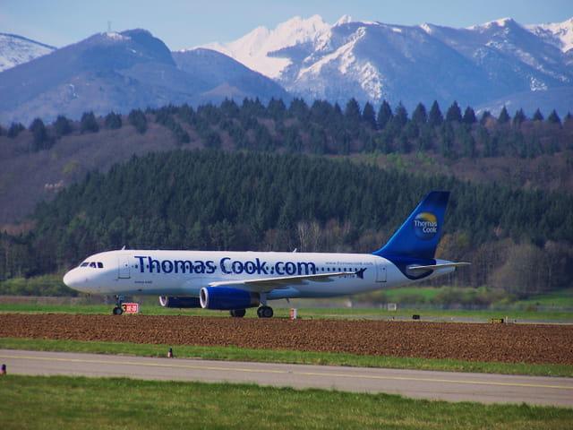 Avion de ligne Airbus A320 - Cie Thomas Cook.