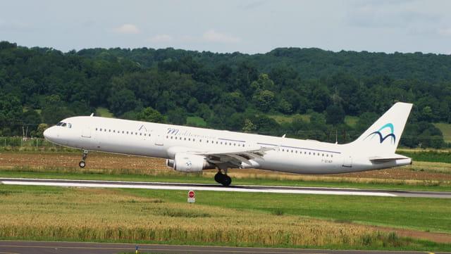 Avion de ligne Airbus A321 - Air Méditerranée.