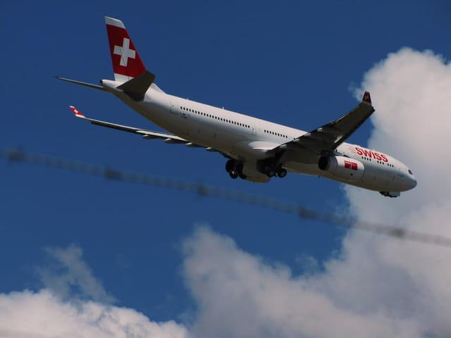 Avion de ligne Airbus A330 - SWISS. Suivez la ligne!