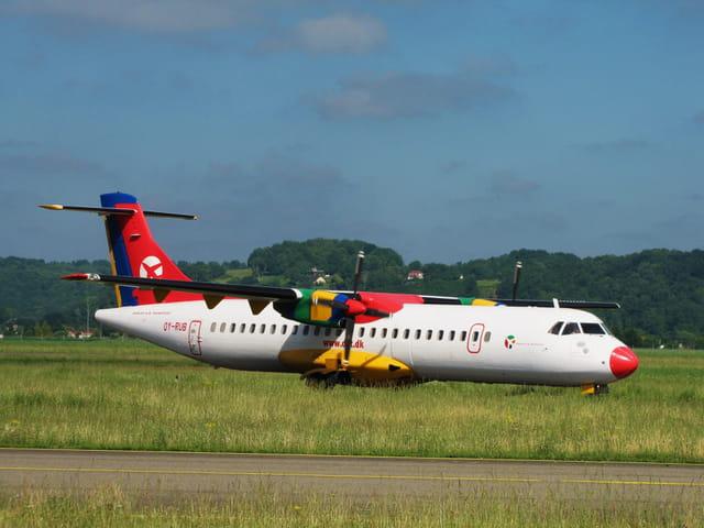 Avion de ligne ATR 72 - Danish Air Transport.