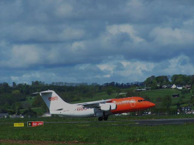 Avion de ligne Avro 146 - TNT.