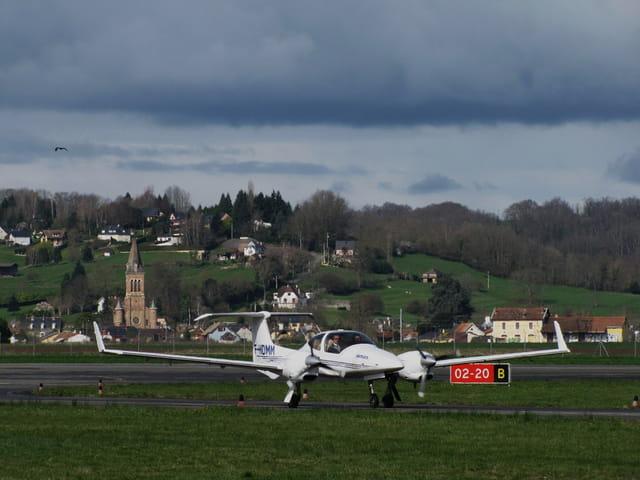 Avion de ligne - Bi-moteur de tourisme.