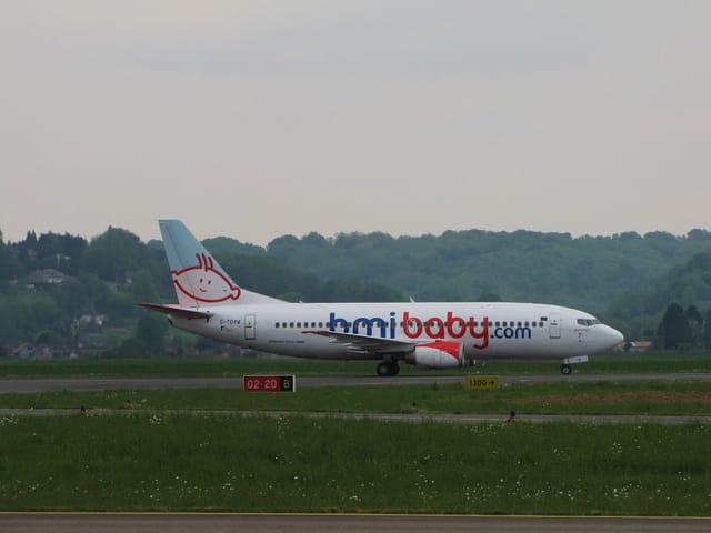 Avion de ligne Boeing 737-300 - BMI.