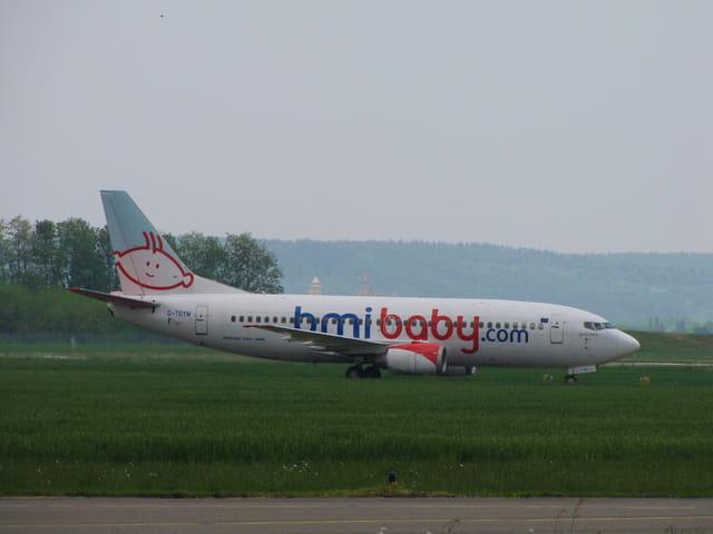 Avion de ligne Boeing 737-300 - Cie BMI.