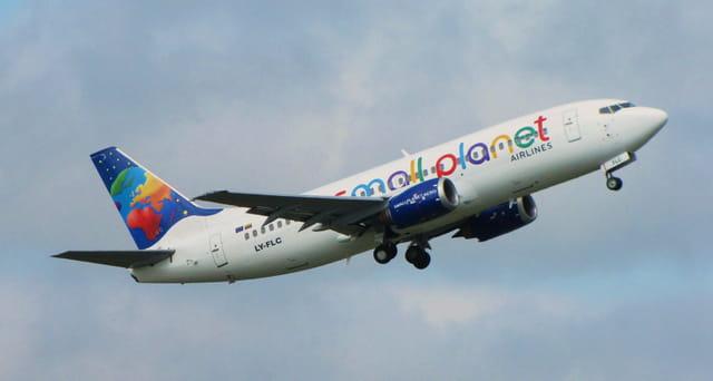 Avion de ligne Boeing 737 - Cie Small Planet.