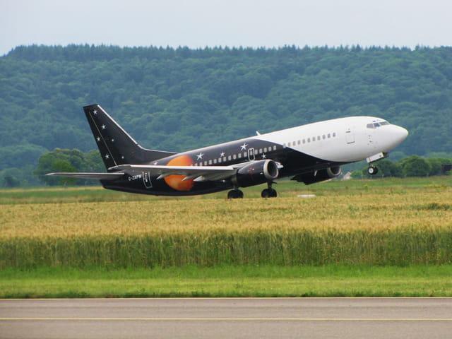 Avion de ligne Boeing 737 - Titan Airways.