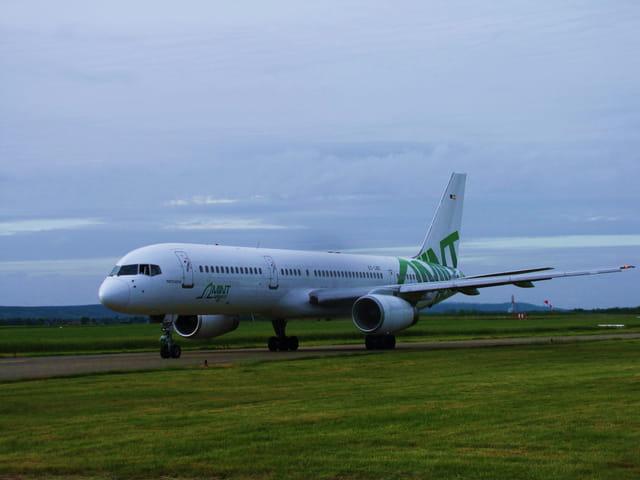 Avion de ligne Boeing 757 - Cie MINT.