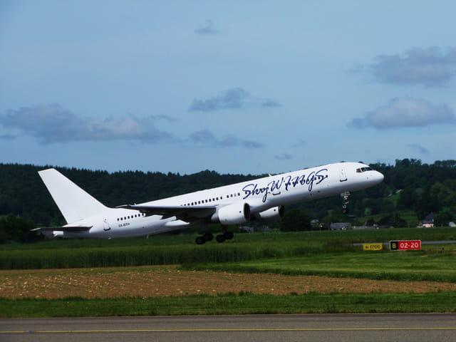 Avion de ligne Boeing 757 - Cie Skywings.