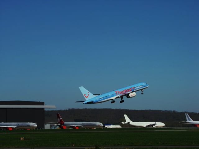 Avion de ligne - Boeing 757 - Cie THOMSONFLY.