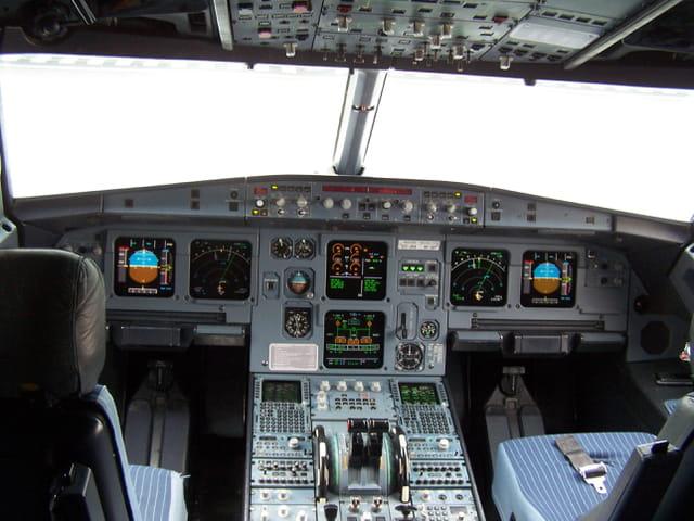 Avion de ligne - Cokpit Airbus A 320.