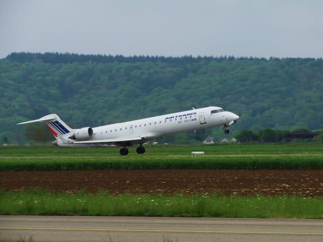 Avion de ligne - CRJ 700 - Cie Air France.