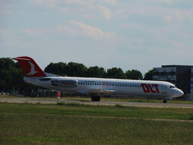 Avion de ligne Fokker 100 - Cie OLT.