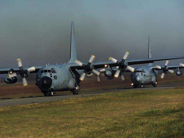 Avion de ligne - Hercules C 130 French Air Force et Royal Norwegian Air Force.