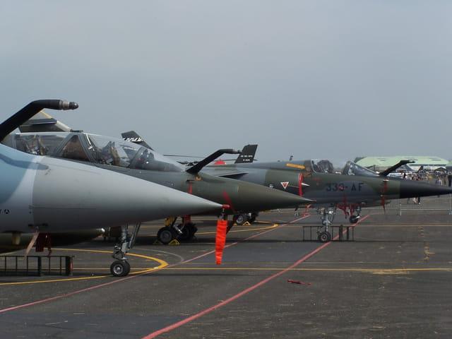 Avions de chasse.