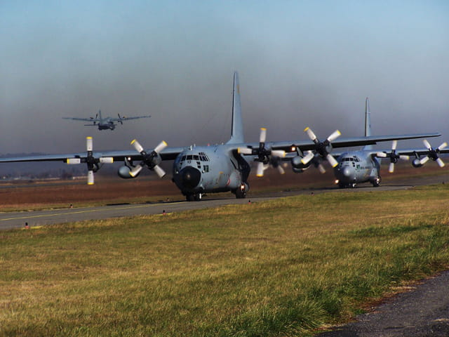 Avions militaires - Hercules C130 - French Air Force.