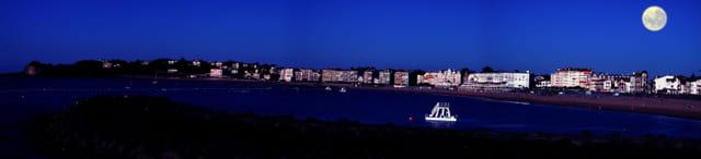 Baie de saint Jean de Luz la nuit