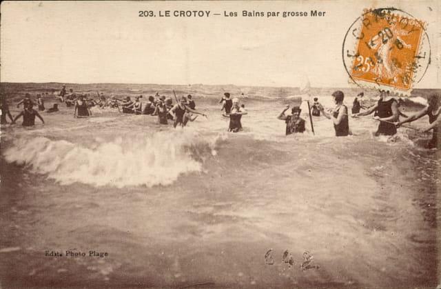 Bains de mer par grosse mer