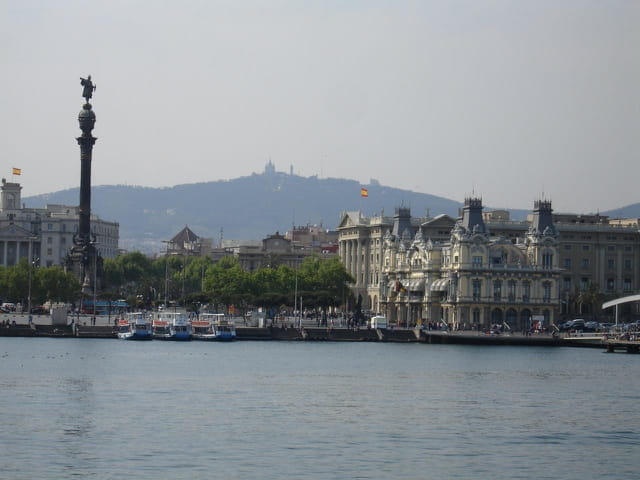 Barcelona, statue de Colomb et coline du Tibidabo