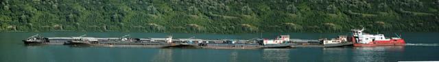 Barges sur le Danube