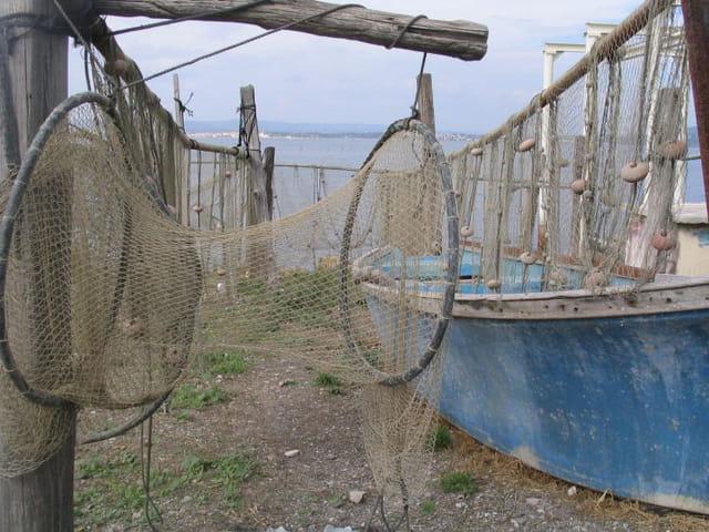 Barque bleue et filets