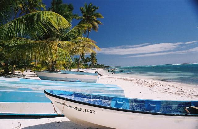 Barque sur la plage
