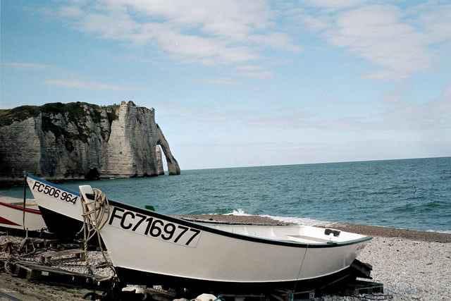 Barques à Etretat