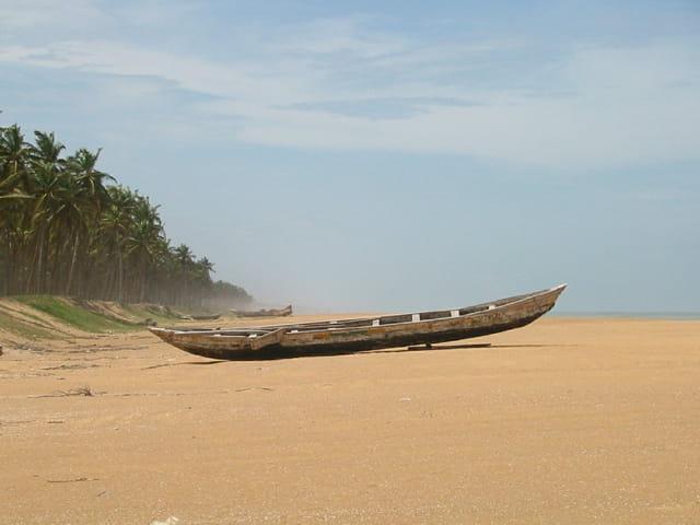 Barques sur le rivage