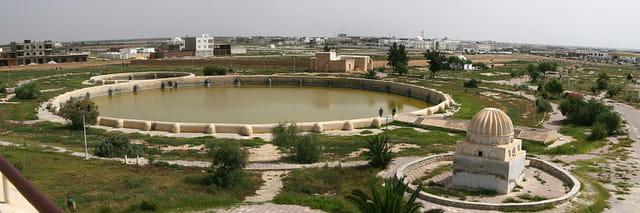 Bassin des Aghlabides à Kairouan (Tunisie)