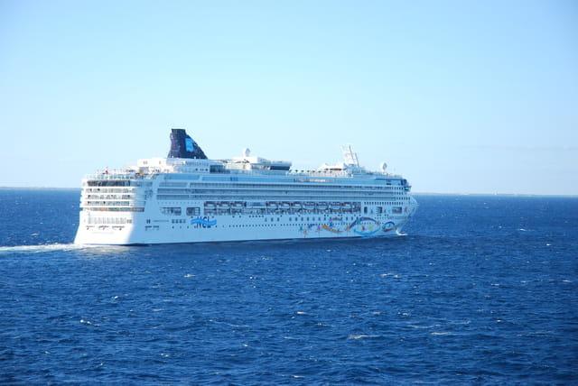 bateau de croisière en vue