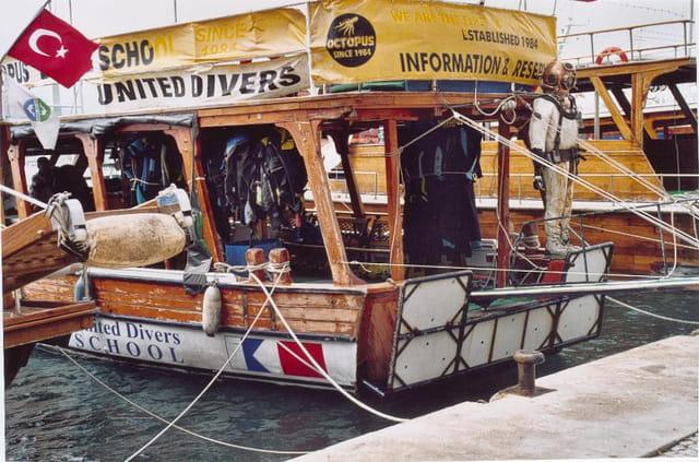 Bateau de plongée sous marine