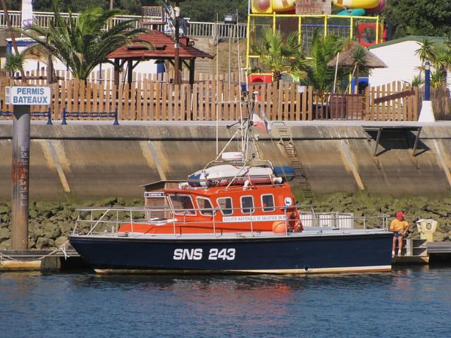 Bateau de sauvetage en mer - SNS.
