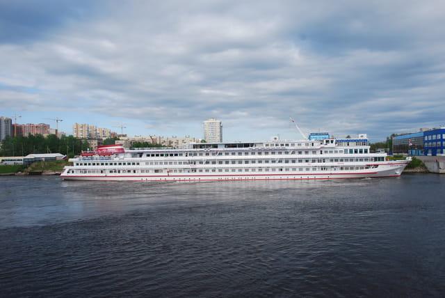 bateau Russe sur la Néva