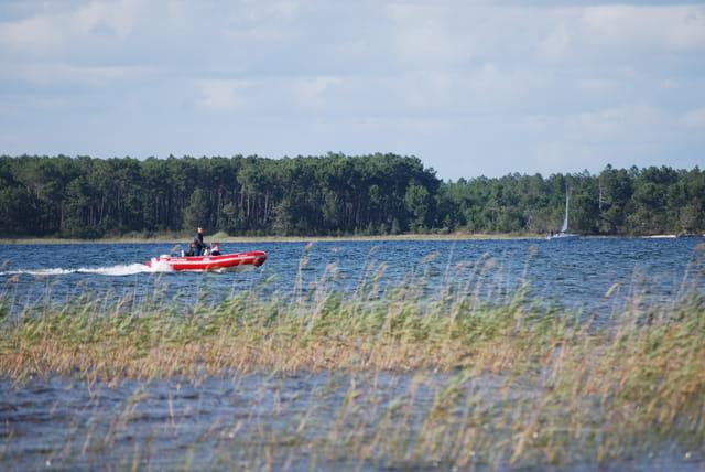 bateau sur le lac