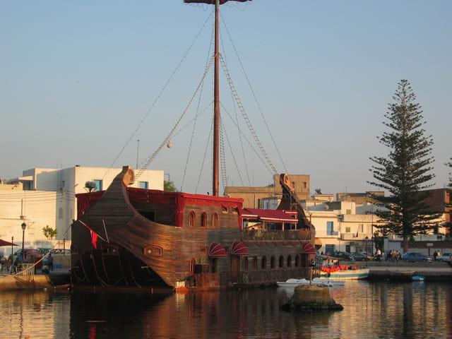 Bateau vieux port nk